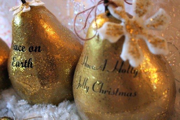 METALLIC PAINT POUR CHRISTMAS ORNAMENTS