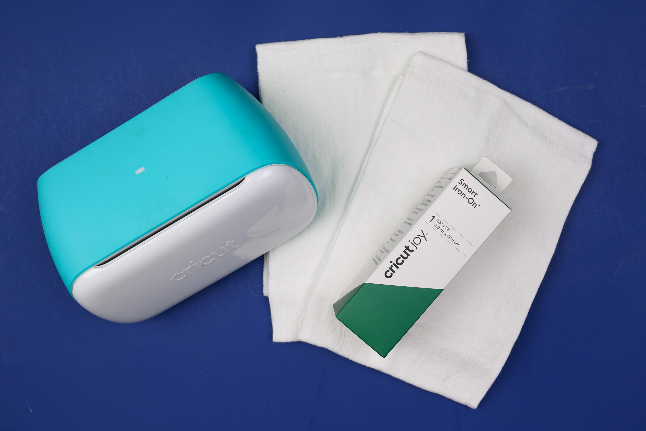 Cricut Joy, tea towels, and green smart vinyl