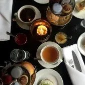 High tea på Avenue Hotel