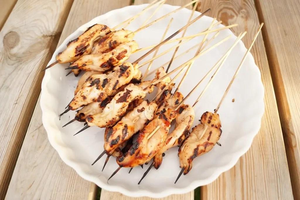 Grillede kyllingespyd med marinade