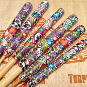 Love Handle Crochet Hook - Bamboo 6.5mm - Graffiti