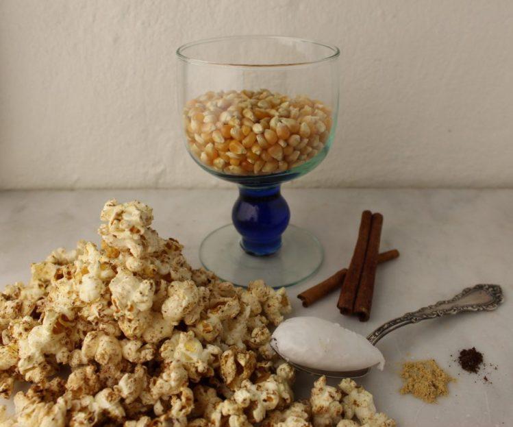 Popcorn med kanel, ingefær og vanille - Mad med glød