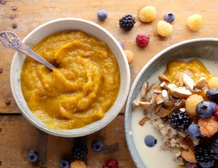 Æblekompot med gulerod, kanel og gurkemeje - Mad med glød