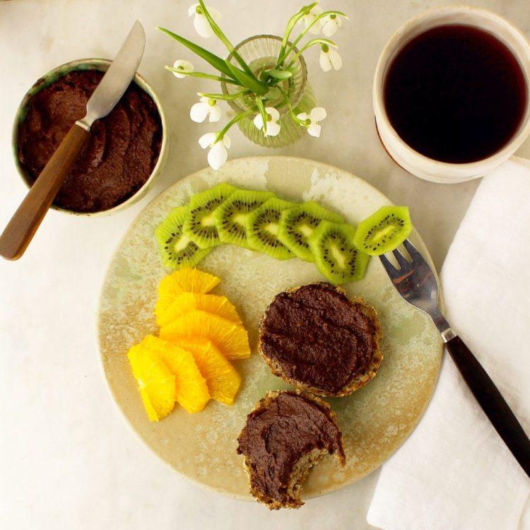 Cashewnøddepålæg med avocado og kakao - Vegansk opskrift - Mad med glød