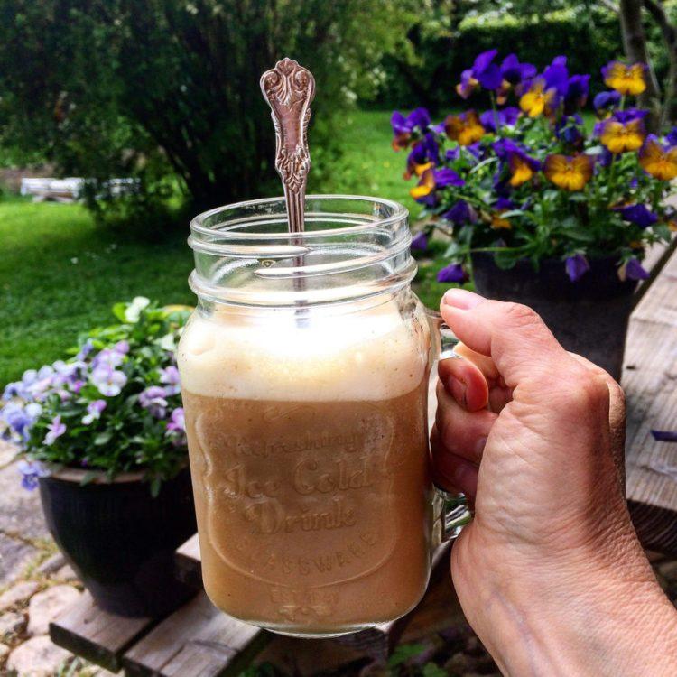Vegansk iskaffe - Plantebaseret / Vegansk opskrift - Mad med glød