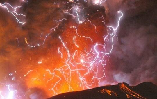volcano eruption, japanese volcano erupts again