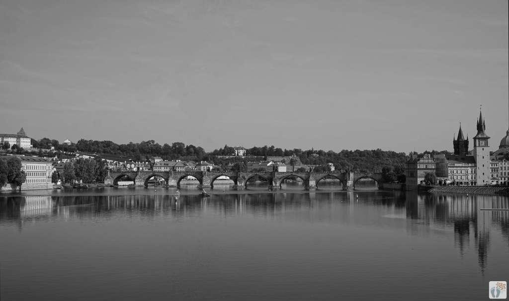 «Karlsbrücke» - «Karlův most» | schwarz-weiß-Fotografie {Reisetagebuch Prag}
