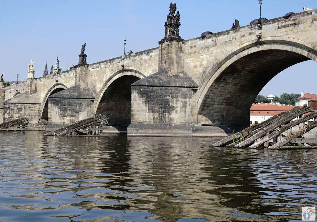 «Karlsbrücke» - «Karlův most» mit hölzernen Eisbrechern {Reisetagebuch Prag}