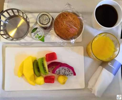veganes Frühstück im Flugzeug {Reisetagebuch «Roadtrip durch Neuseeland mit dem Bus»: Anreise}