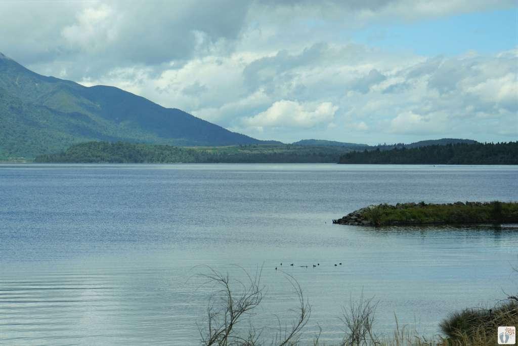 Fahrt mit dem TranzAlpine: «Lake Brunner» {Reisetagebuch «Roadtrip durch Neuseeland mit dem Bus»}