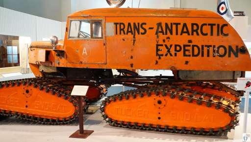 Pistenfahrzeug «Tucker SNO-CAT» im «Canterbury Museum» {Reisetagebuch «Roadtrip durch Neuseeland mit dem Bus»: «Christchurch»}