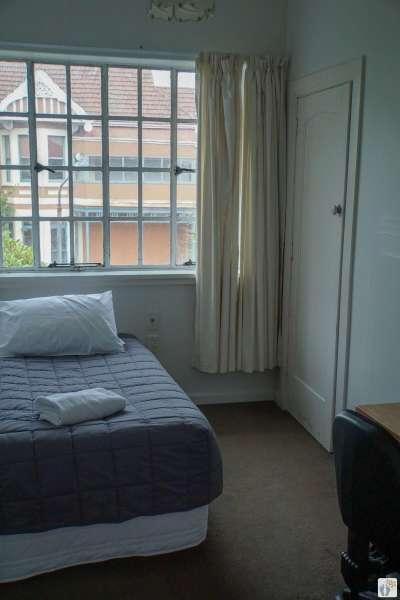 Zimmer im «Kiwis Nest Backpackers» {Reisetagebuch «Roadtrip durch Neuseeland mit dem Bus»: «Dunedin»}