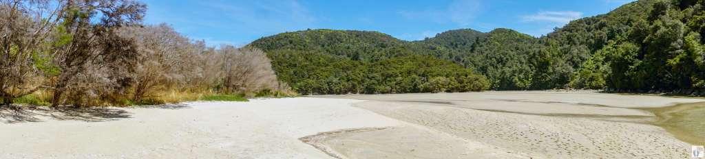 """""""Frenchman's Bay"""" {Reisetagebuch «Roadtrip durch Neuseeland mit dem Bus»: «Abel Tasman National Park»}"""