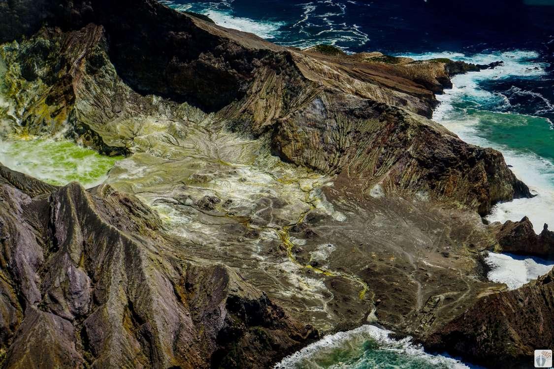 Schwefelsee im Hauptkrater - Whakaari (White Island) {Reisetagebuch «Roadtrip durch Neuseeland mit dem Bus»: Whakatāne}