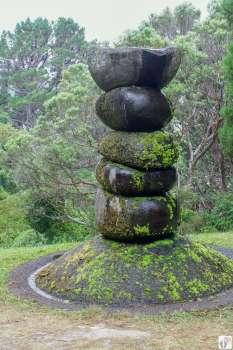 Stadtwanderung «City to Sea Walkway»: Skulptur Peacemaker im botanischen Garten {Reisetagebuch «Roadtrip durch Neuseeland mit dem Bus»: «Wellington»}