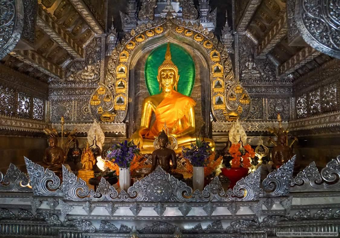 Wat Sri Suphan (silberner Tempel) in Chiang Mai: im Ubosot (Reisetagebuch «Thailand als Alleinreisende ohne Roller entdecken»)