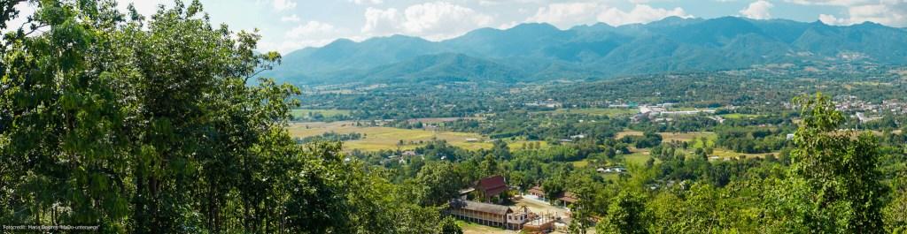 Blick auf Pai und Umgebung (Reisetagebuch «Thailand als Alleinreisende ohne Roller entdecken»)