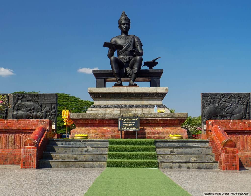 Denkmal von König Ramkhamhaeng im Sukhothai Historical Park (Reisetagebuch «Thailand als Alleinreisende ohne Roller entdecken»)