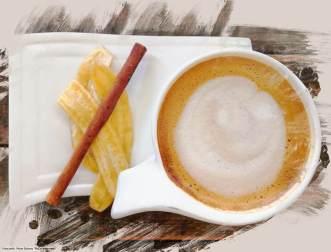 Lavendel-Cappuccino mit Sojamilch im #Coffee Stains# in Pai (Reisetagebuch «Thailand als Alleinreisende ohne Roller entdecken»)