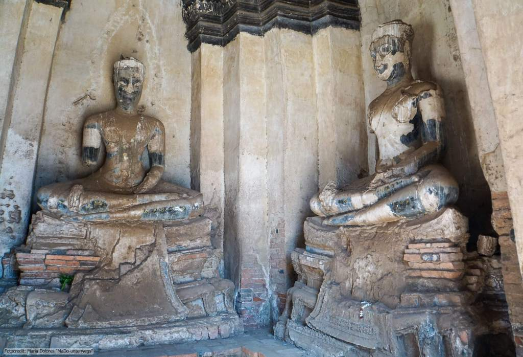 Wat Chai Watthanaram in Ayutthaya - sitzende Buddha-Statue im Chedi (Reisetagebuch «Thailand als Alleinreisende ohne Roller entdecken»)