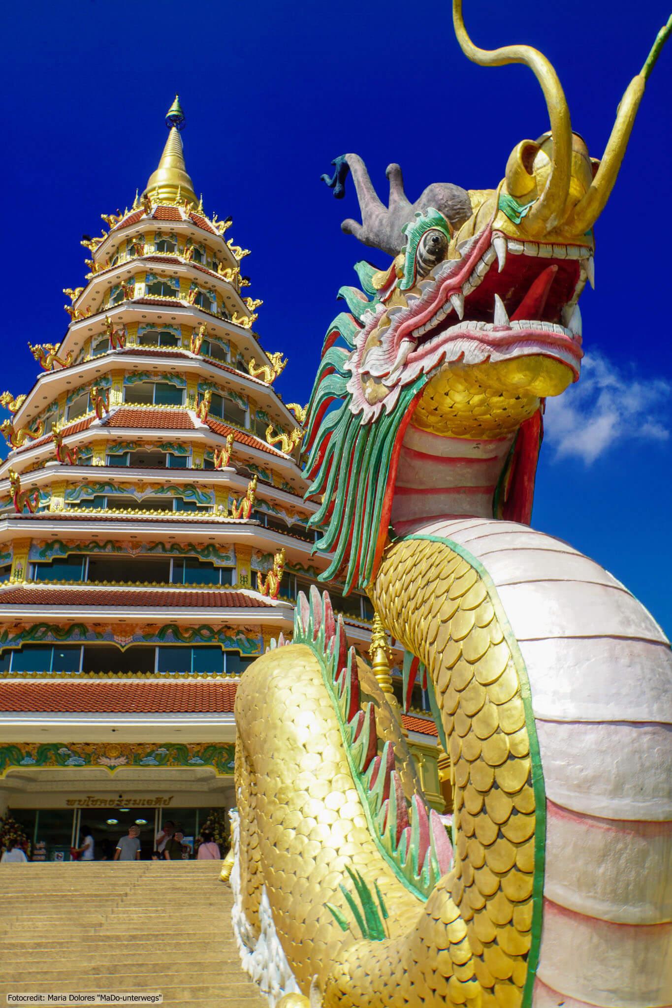 Wat Huay Pla Kang in Chiang Rai - Chedi mit chinesischem Drachen (Reisetagebuch «Thailand als Alleinreisende ohne Roller entdecken»)