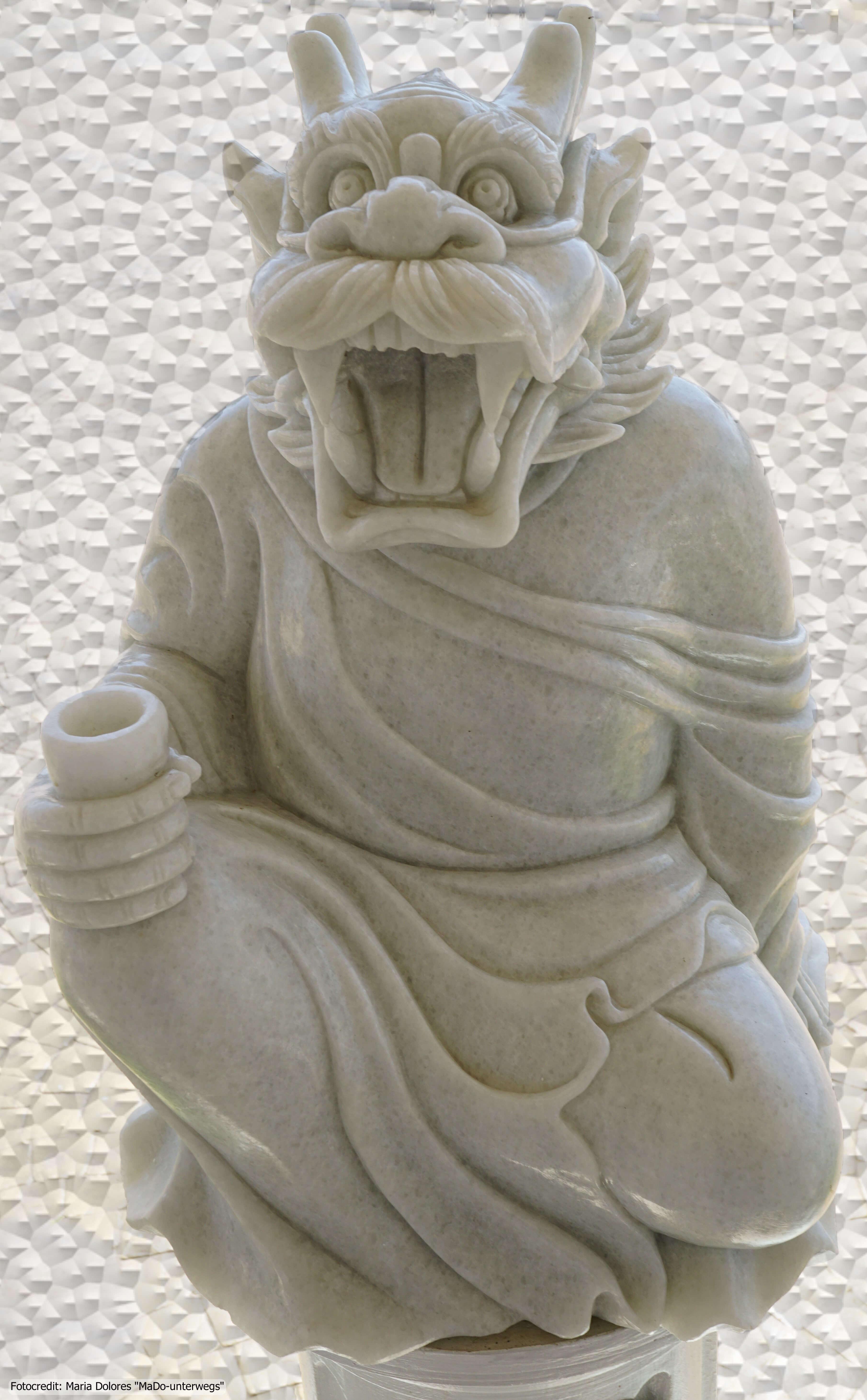 Wat Huay Pla Kang in Chiang Rai - Statue im Außenbereich (Reisetagebuch «Thailand als Alleinreisende ohne Roller entdecken»)