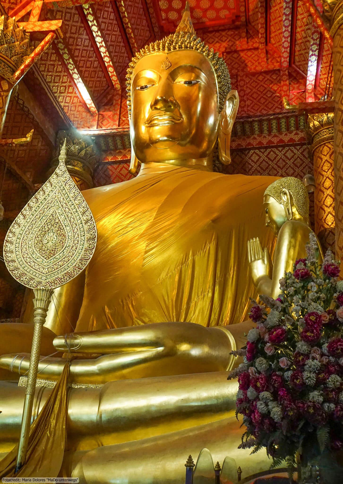 Wat Phanan Choeng in Ayutthaya - Buddhastatue (Reisetagebuch «Thailand als Alleinreisende ohne Roller entdecken»)