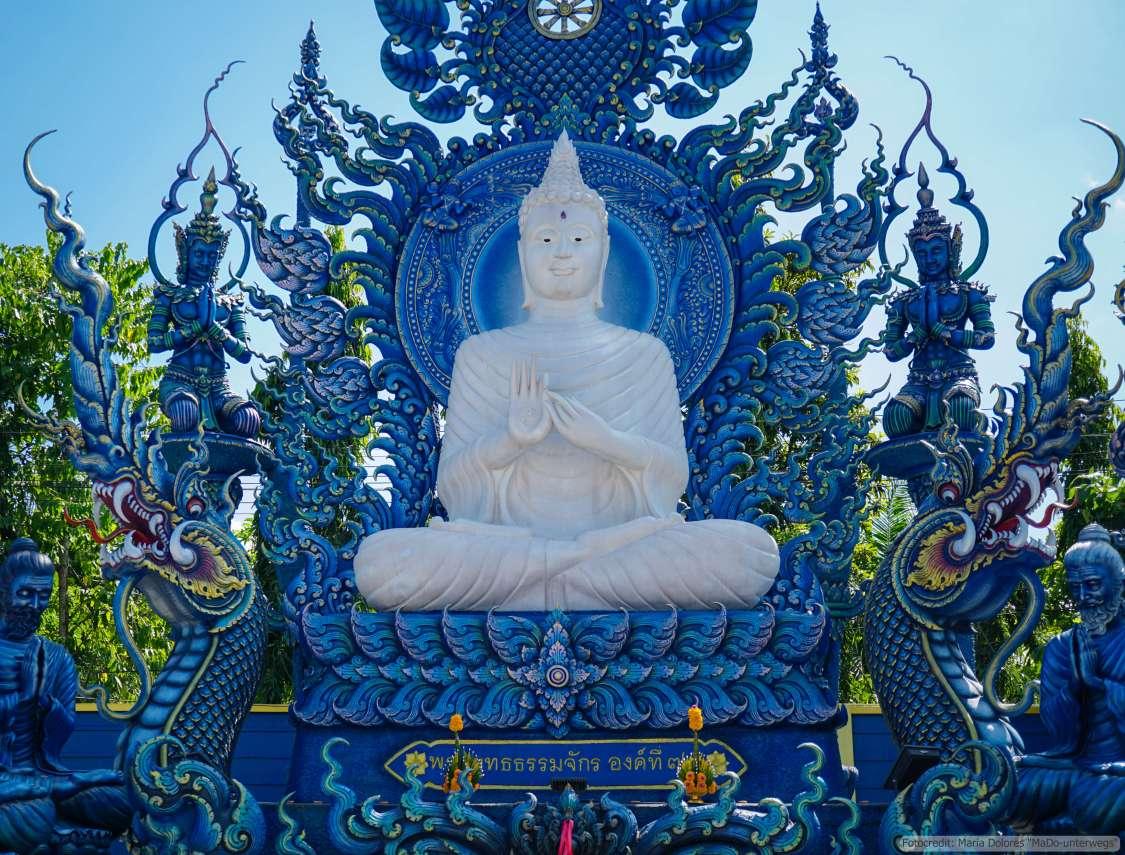 Wat Rong Suea Ten (Blauer Tempel) in Chiang Rai - Buddhastatue (Reisetagebuch «Thailand als Alleinreisende ohne Roller entdecken»)