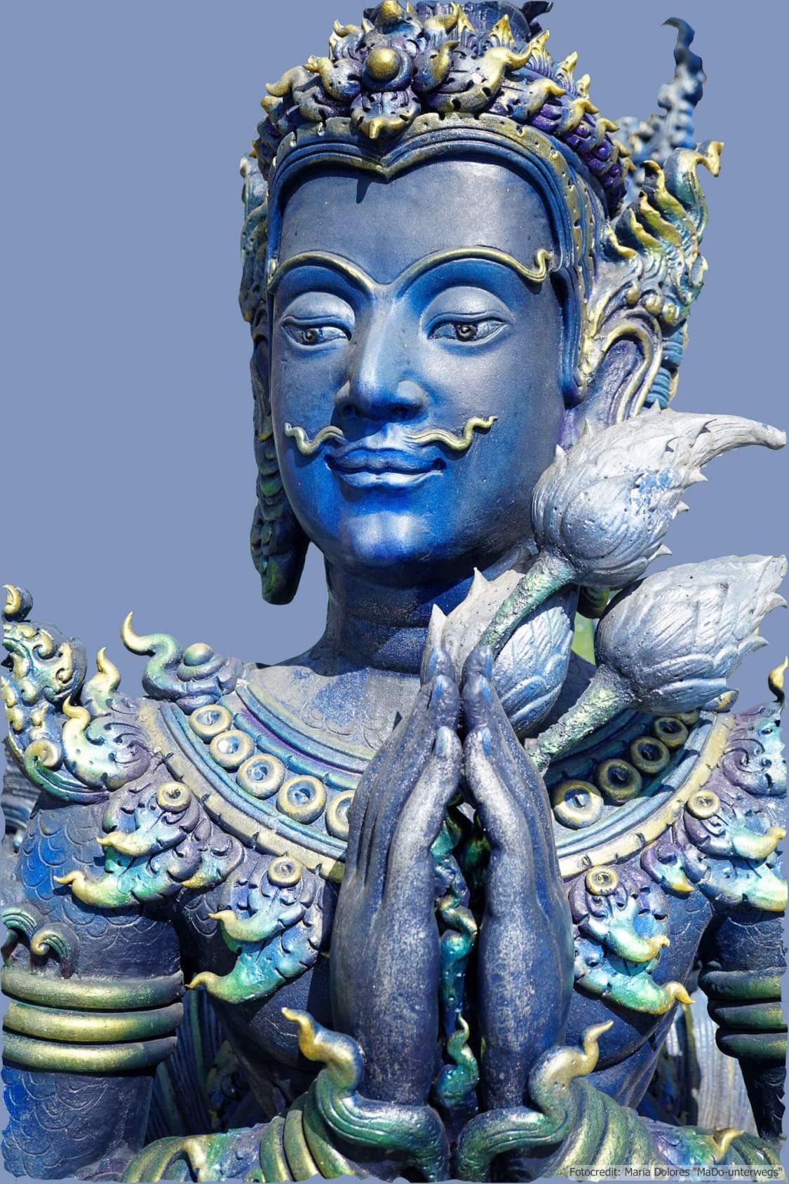 Wat Rong Suea Ten (Blauer Tempel) in Chiang Rai - Statue (Reisetagebuch «Thailand als Alleinreisende ohne Roller entdecken»)