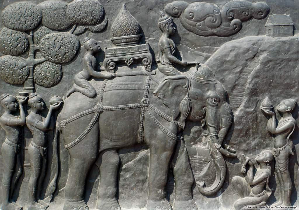beim Denkmal von König Ramkhamhaeng im Sukhothai Historical Park - Darstellung eines Elefanten (Reisetagebuch «Thailand als Alleinreisende ohne Roller entdecken»)