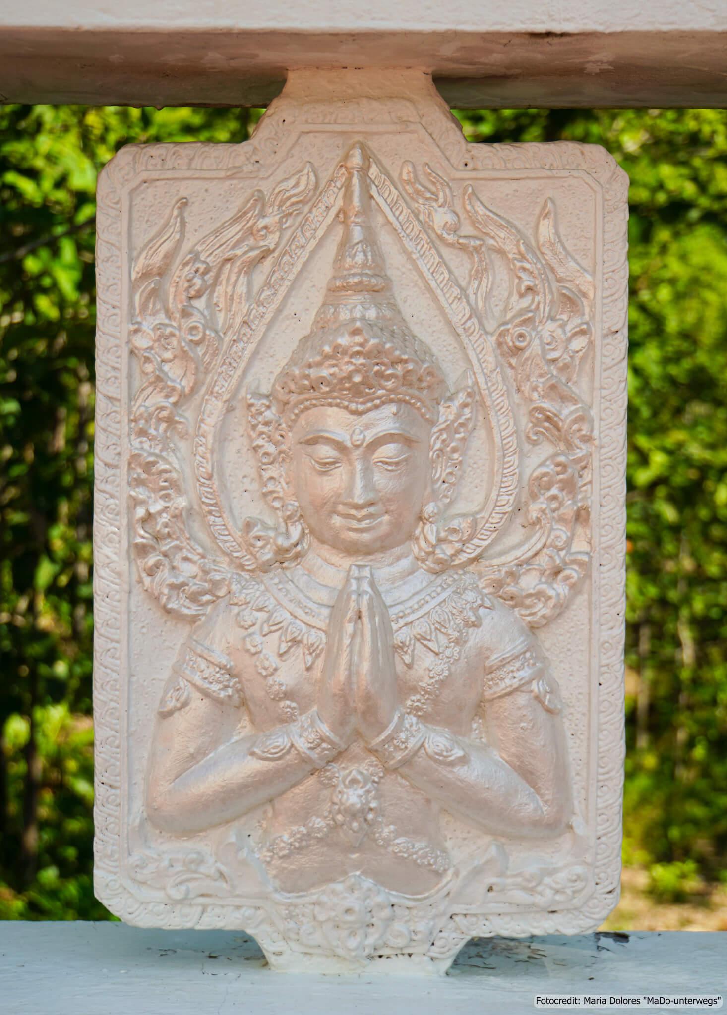 Abbildung Buddha beim White Buddha (Wat Phra That Mae Yen) in der Nähe von Pai (Reisetagebuch «Thailand als Alleinreisende ohne Roller entdecken»)