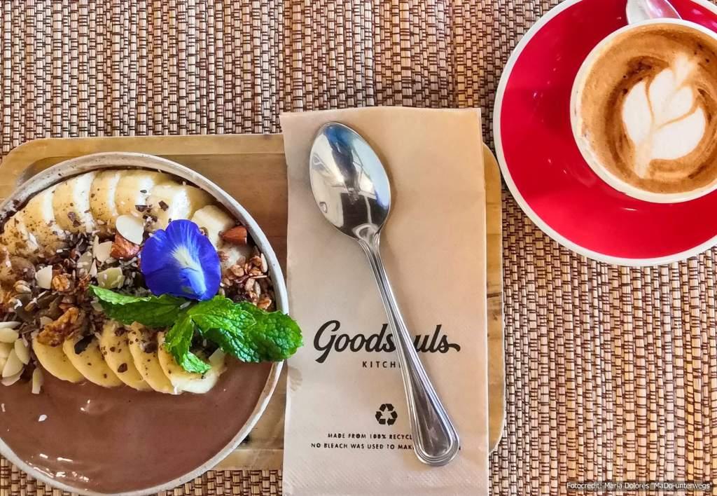 """Essen in Thailand: Bananen-Kakao-Bowl in der """"Goodsouls Kitchen"""" in Chiang Mai (5 Wochen Thailand Rundreise als Alleinreisende ohne Roller)"""