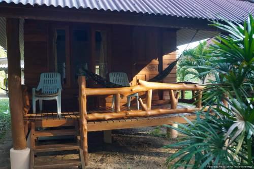 NamTok Bungalows auf Koh Yao Noi in der Andamanensee -Terrasse mit Hängematte (Reisetagebuch «Thailand als Alleinreisende ohne Roller entdecken»)