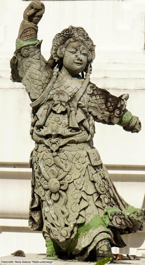 Phra Pathom Chedi in Nakhon Pathom - Statue (Reisetagebuch «Thailand als Alleinreisende ohne Roller entdecken»)
