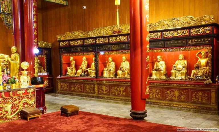 Wat Mangkon Kamalawat (Dragon Lotus Temple) in Bangkok - Haupthalle (Reisetagebuch «Thailand als Alleinreisende ohne Roller entdecken»)