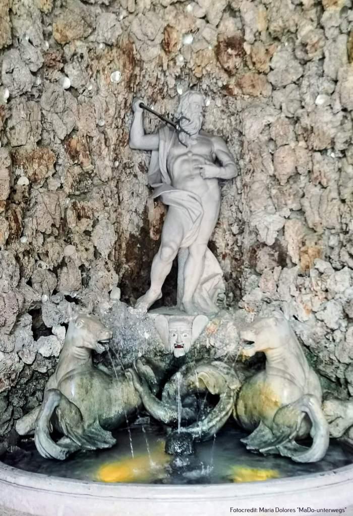 Wasserspiele Hellbrunn: Brunnen in der Neptungrotte [10 Tage Roadtrip Salzburg]