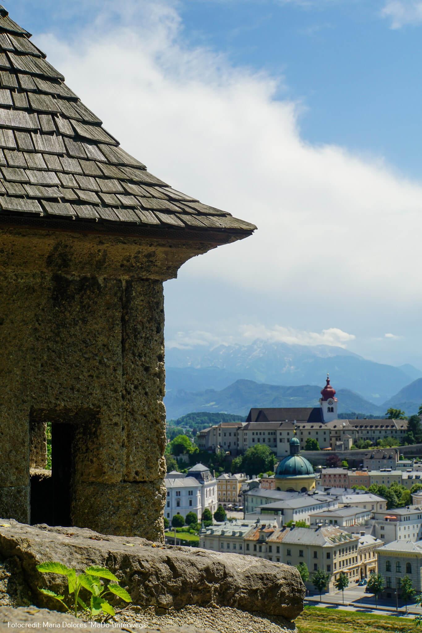 Wachturm an der Wehrmauer: Blick auf die Altstadt vom Kapuzinerberg [10 Tage Roadtrip Salzburg]