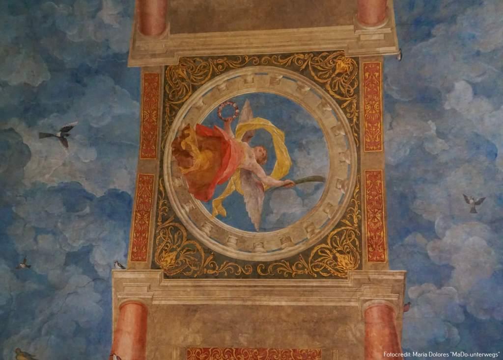 Schloss Hellbrunn: bemalte Decke im Festsaal [10 Tage Roadtrip Salzburg]