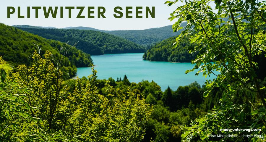 """Ausblick auf einen See im Nationalpark Plitvička Jezera - Kroatien   in der Mitte des Bildes ist der See; links und rechts sowie unten Pflanzenwelt; links oben Text """"Plitzwitzer Seen"""", rechts unten Text """"mado-unterwegs.com"""""""