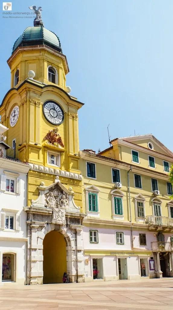 """Gradski Toranj (Stadtturm) von Rijeka / links oben der Text """"mado-unterwegs.com"""""""
