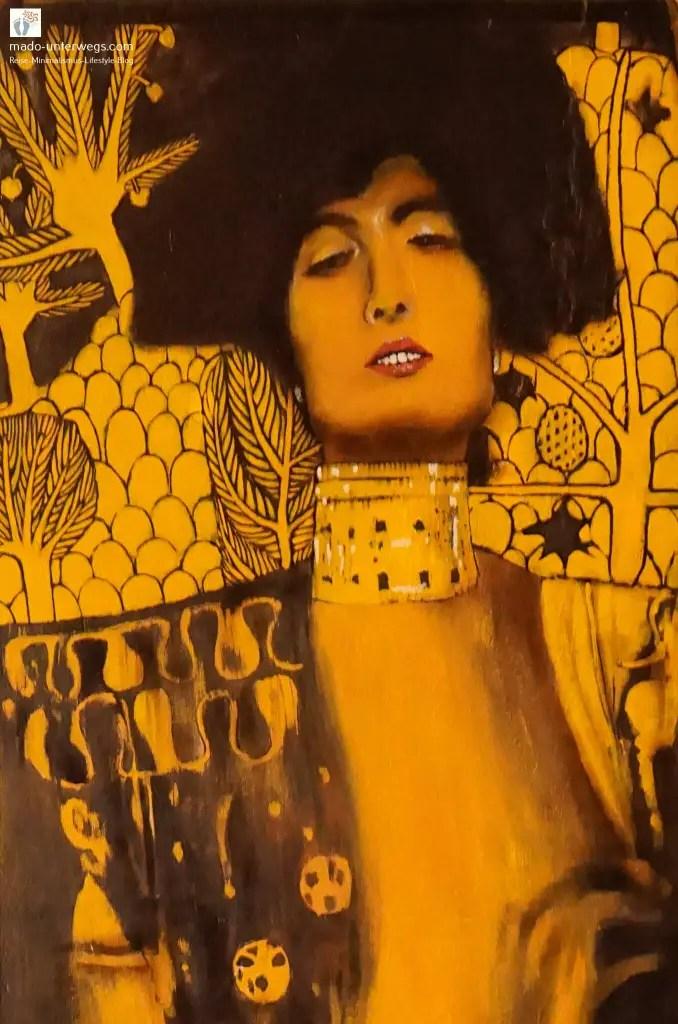 """Street-Art-Mural: Abbildung von Gustav Klimts """"Judith"""" – in Rijeka - Kroatien / links oben der Text """"mado-unterwegs.com"""""""
