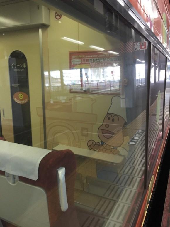 アンパンマン列車シート車両右前方