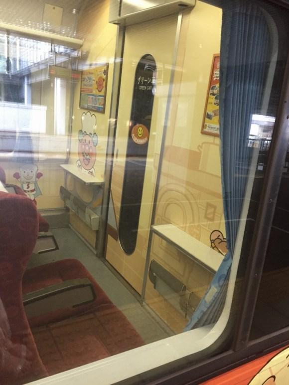 アンパンマン列車シート車両前方