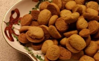 Pebernødder a lá Lagkagehuset. Ved juletid er det et must med pebernødder. Her er en virkelig god opskrift på pebernødder.