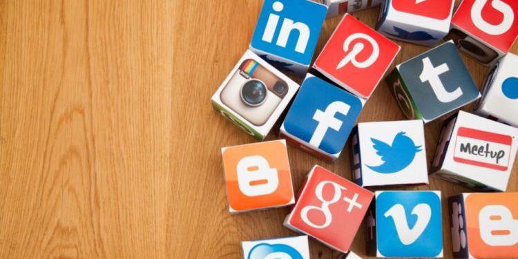 Media Sosial (Hipwee)