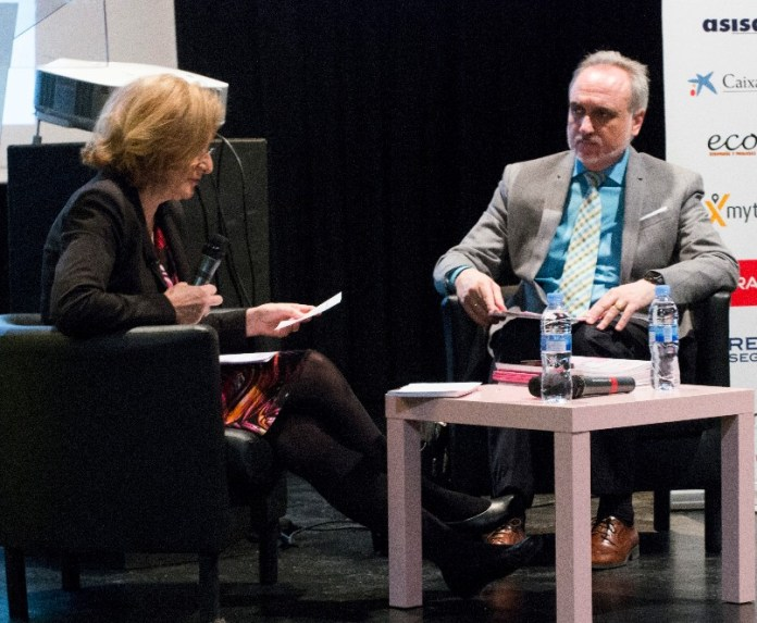 Montserrat Tarrés, presidenta de laAsociación de Directivos de Comunicación (Dircom), y Salvador Molina, presidente de la Asociación de Profesionales de la Comunicación (ProCom), debaten durante MWW 2016