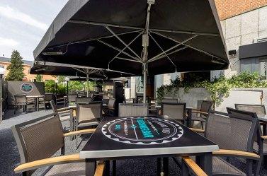 Terraza de Corner Bar
