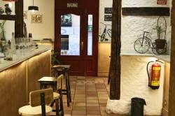 Barra del restaurante El Triciclo en Madrid
