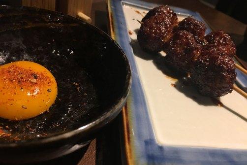 Pollo Tsukene con huevo sishimi