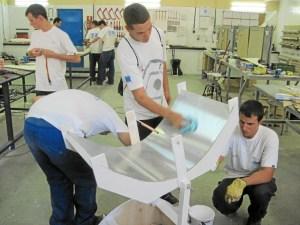 El programa incluye 50 cursos y 4 talleres de formación y empleo, 10.200 horas lectivas y 1.080 horas prácticas no laborales.